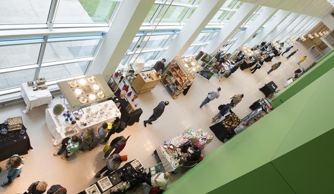 overview of Art Market in green hallway