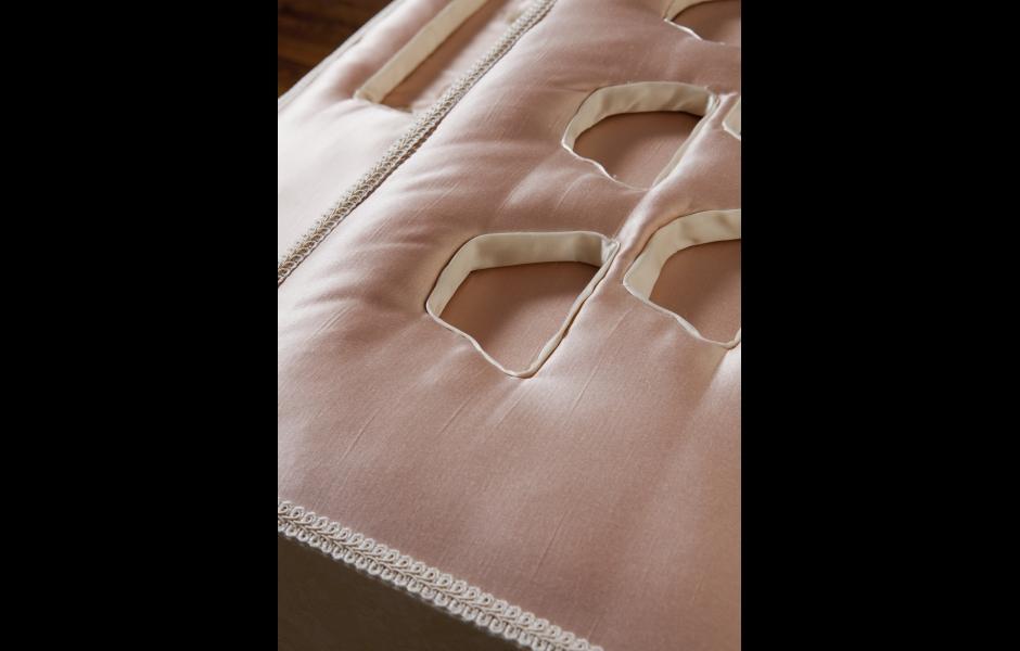 Cream Table detail 2