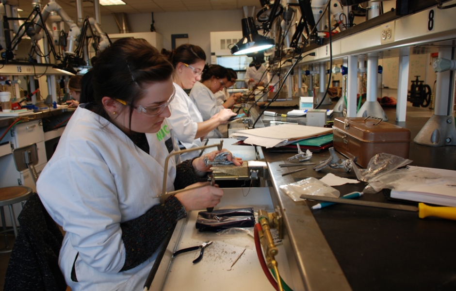 students working in sophomore lab