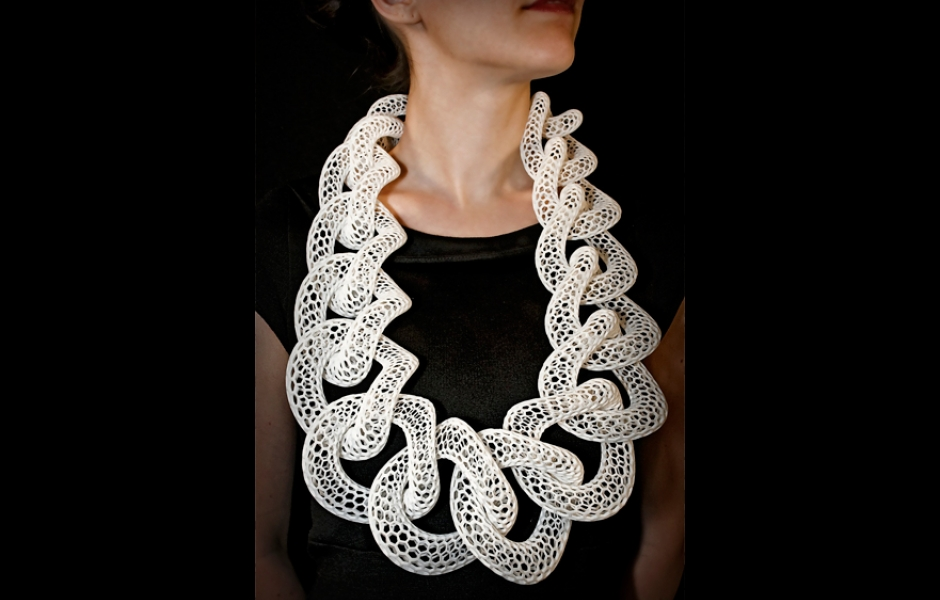 white necklace made of mess like links